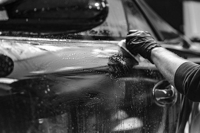 Kratzer am Auto entfernen
